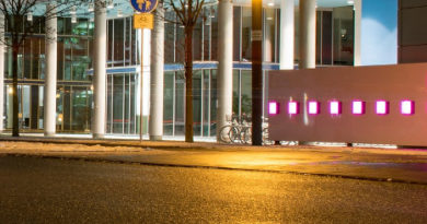 Telekom bei Nacht