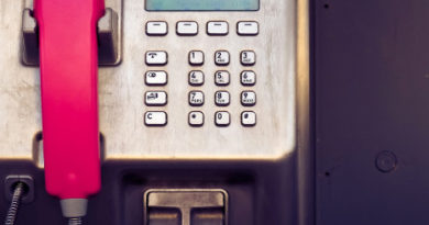Telefonzelle Magenta