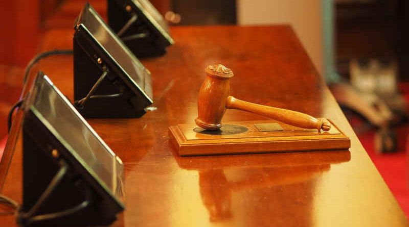 5G Auktion Hammer Holz